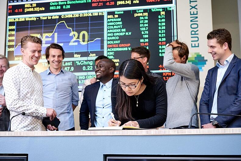 MIE students  open the stock exchange at the Euronext